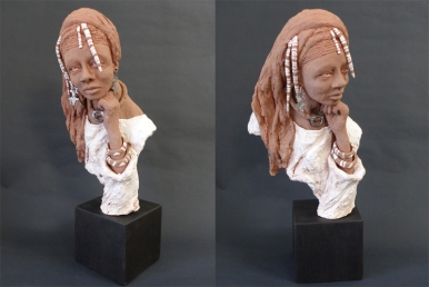 Tuareg girl with Aggadez cross jewellery - terracotta with coloured slips - 50 cm with base