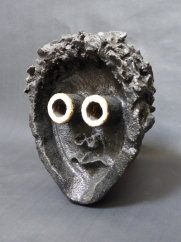 """I see you"" - stoneware with slips and glazes - 24 cm."